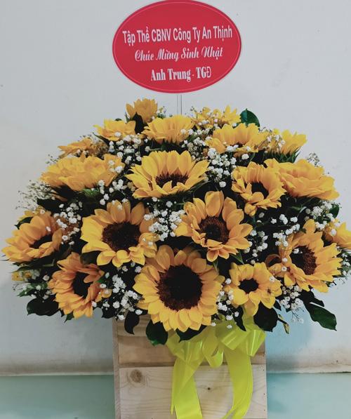 Giỏ hoa chúc mừng tại shop hoa tươi Bạc Liêu