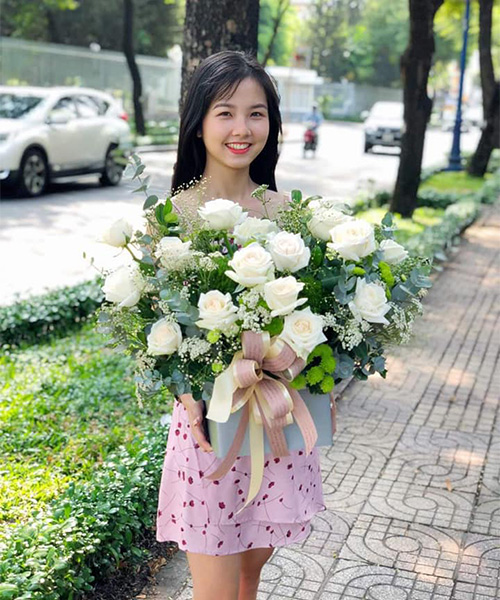 khách mua hoa