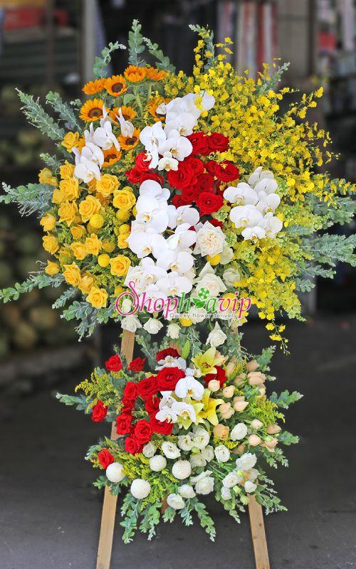 Kệ hoa khai trương tại shop hoa tươi Phú Giáo