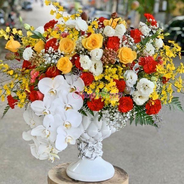 Lãng hoa tươi đẹp tại shop hoa tươi Phú Giáo