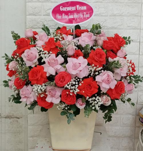Giỏ hoa chúc mừng tại shop hoa tươi Đăk Lăk