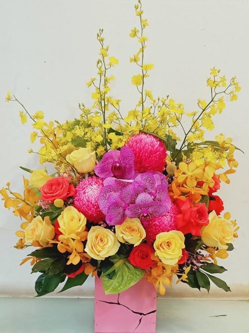 Giỏ hoa chúc mừng tại shop hoa tươi Đăk Nông