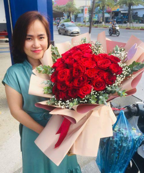 Bó hoa hồng chúc mừng tại shop hoa tươi Điện Biên