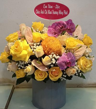 Giỏ hoa chúc mừng tại shop hoa tươi Điện Biên