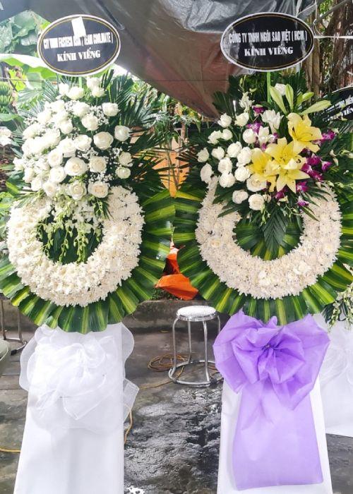 Vòng hoa tang lễ tại shop hoa tươi Điện Biên