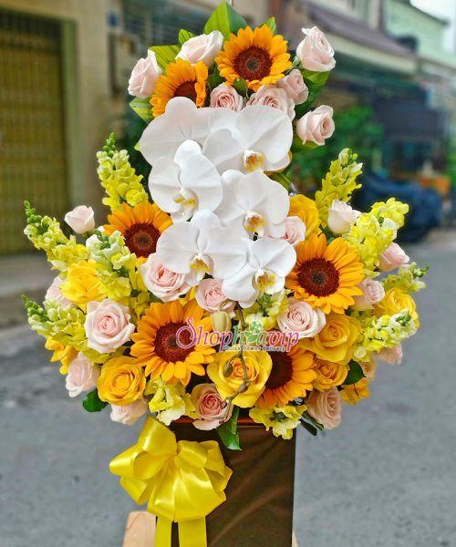 Giỏ hoa chúc mừng tại shop hoa tươi Gia Lai