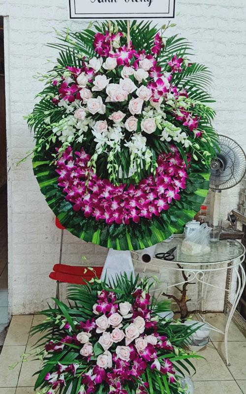 Vòng hoa tang lễ Mê Linh