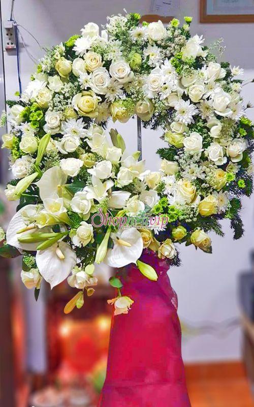 Vòng hoa tang lễ tại shop hoa tươi Hòa Bình