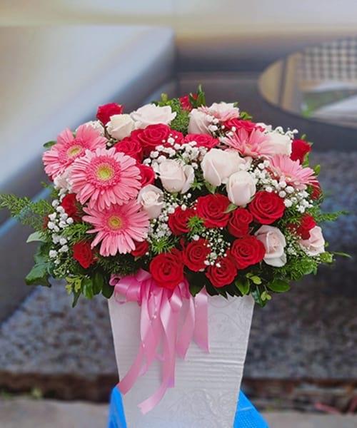 Lẵng hoa sinh nhật tại shop hoa tươi Hương Thủy