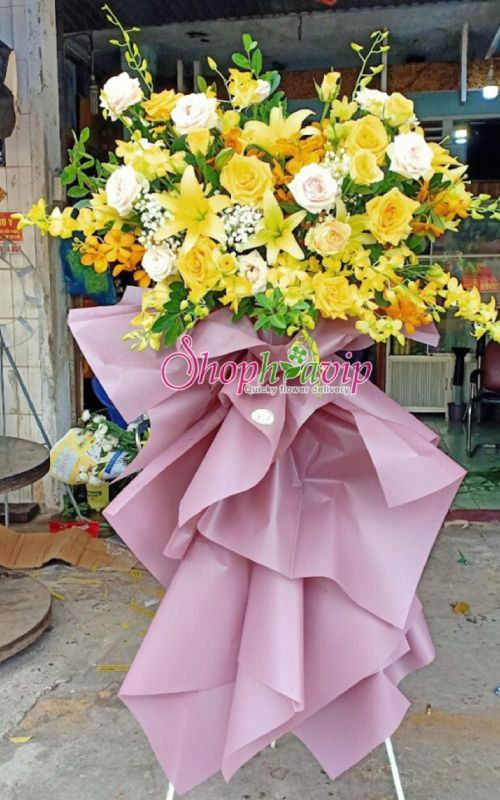 Kệ hoa chúc mừng khai trương tại shop hoa tươi Kon Tum