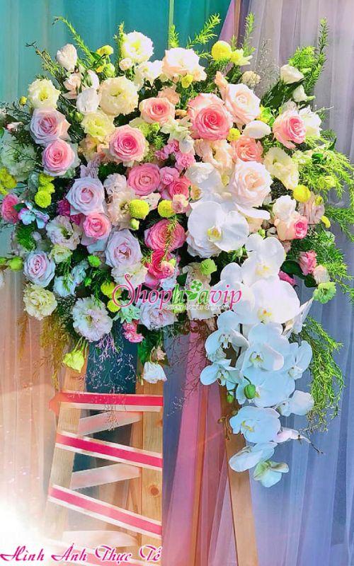 Kệ hoa khai trương tại shop hoa tươi Lào Cai