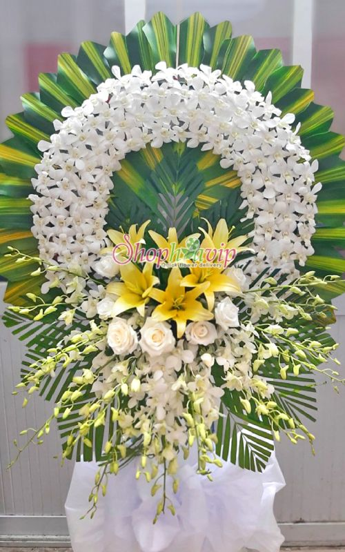 Vòng hoa tang lễ tại cửa hàng hoa tươi Ninh Bình