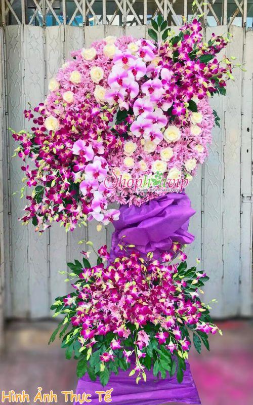 Vòng hoa tang lễ tại shop hoa tươi Ninh Thuận