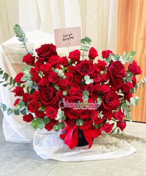 Giỏ hoa chúc mừng tại shop hoa tươi Phú Yên