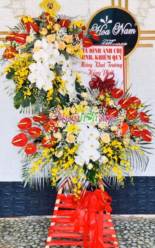 Kệ hoa chúc mừng tại shop hoa tươi Quảng Ninh